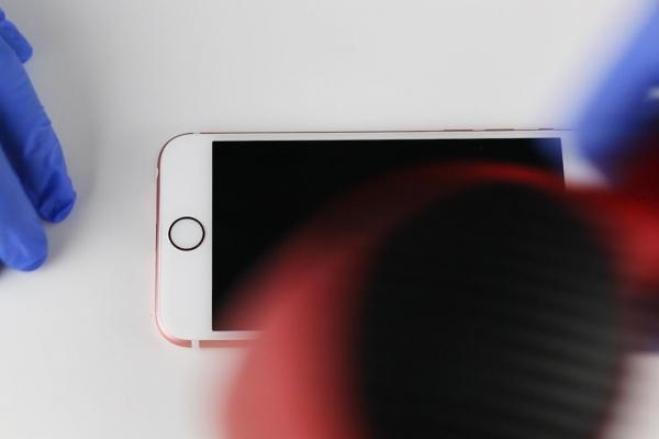 苹果手机iPhone 6S更换电池详细操作方法【图文教程】