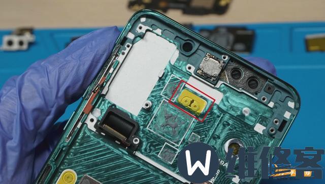 小米MIX3屏幕坏了北京小米售后更换屏幕需要多少钱?