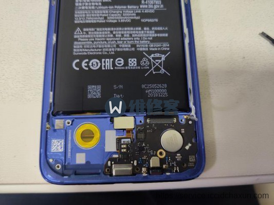 北京手机维修为您分享小米9手机进水后的拆机维修过程