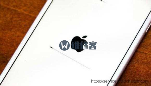 "iPhone手机出现""白苹果""变板砖?成都维修点教你解决"